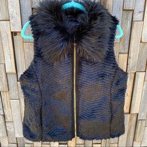 Woman's faux fur vest in black size large